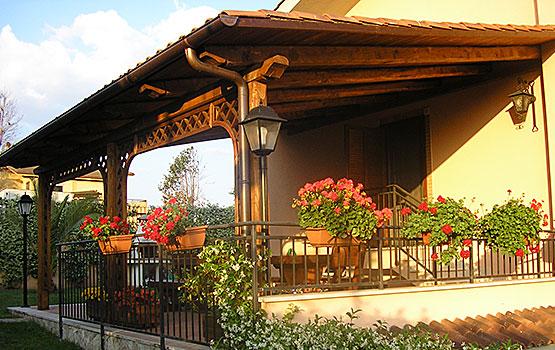 Esempio di portico in legno